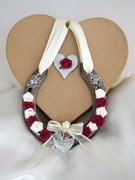 simply_claret_wedding_horseshoe_thumb
